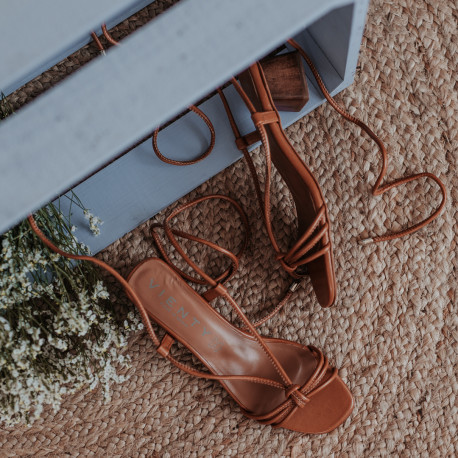 Sandalia tacón piel marrón MELINDA
