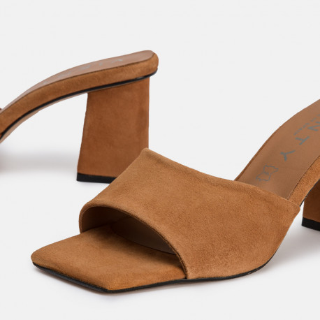 Sandalia mule tacón ante cuero ANI