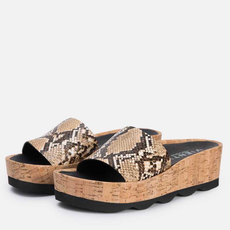Sandalia plataforma Rubi Habibi piso corcho roca