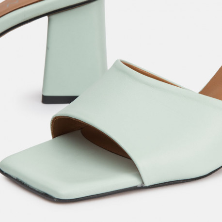 Sandalia mule tacón piel verde manzana ANI