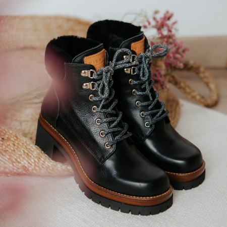 Black leather ankle boots Moon