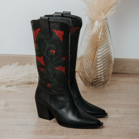 Black leather boots GIVEN