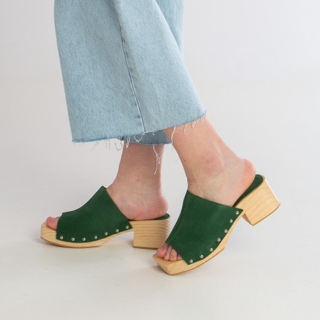 Sandalia pala tachas suede verde TULES