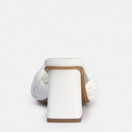 Sandalia pala trenzada tacón blanco