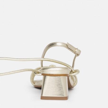Sandalia tacón cordones platino Bellie