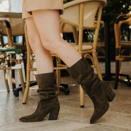 Kaki suede wrinkled boot Given