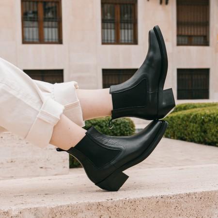 Elastic black leather ankle boots Denver